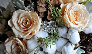 Winter Wedding Trend: Pinecones
